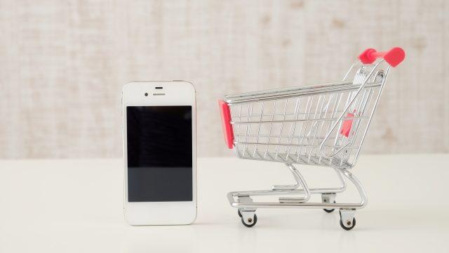 スマートフォンと買い物カート