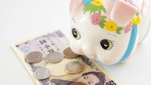 豚の貯金箱と現金5